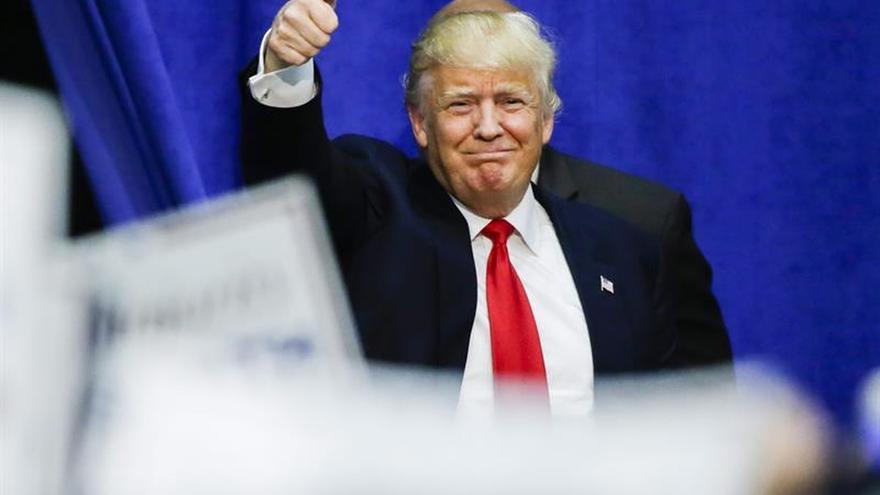 """Trump aboga por la """"unidad"""" de los republicanos en su visita al Congreso"""