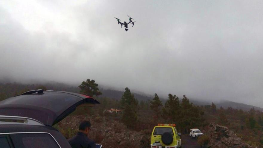 Uno de los drones sobrevolando la zona de búsqueda.
