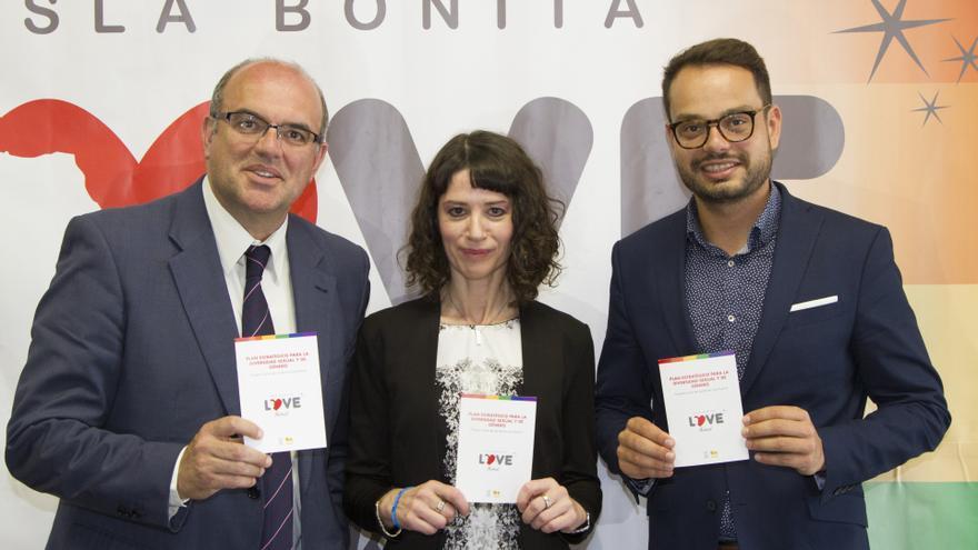Anselmo Pestana, Gloria Poyatos y Jordi Pérez este jueves. Foto: LUZ RODRÍGUEZ.