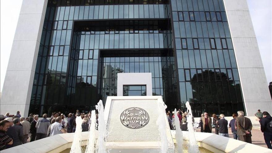 En Chipre la troika no ha cambiado de nombre y se acepta su programa