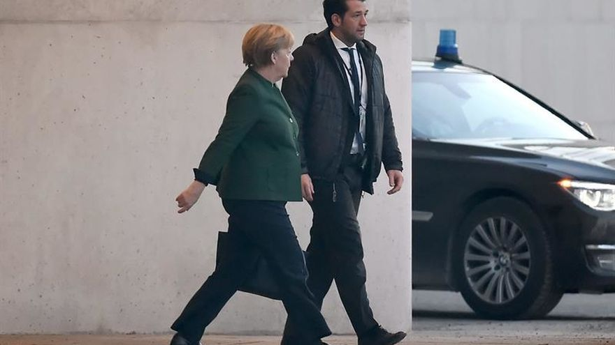 La gran coalición de Merkel busca un presidente sin asperezas electorales