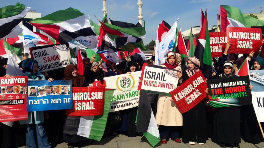 Manifestación este jueves en Estambul en apoyo al juicio contra militares israelíes por el ataque al Mavi Marmara / Foto: Olga Rodríguez