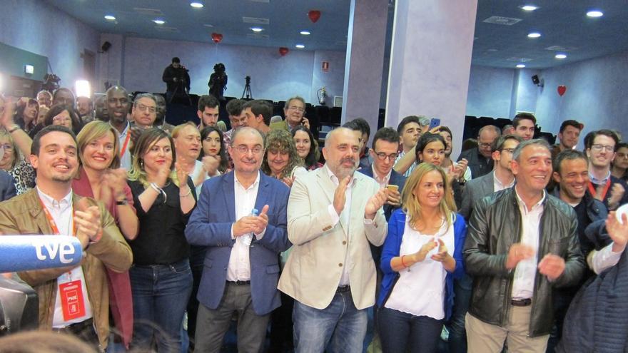 """Lambán: """"Por fin tenemos un gobierno fuerte"""" en Madrid que """"nos va a llevar en volandas"""" a la victoria en mayo"""