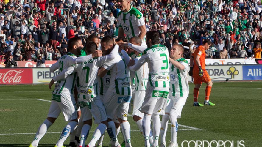 Los jugadores del Córdoba celebran el 1-0 ante el Real Madrid el 24 de enero de 2015 | MADERO CUBERO