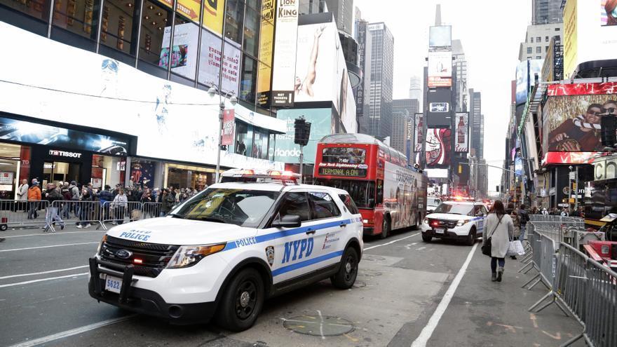 Buscan al autor de un tiroteo en Times Square que dejó un viandante herido
