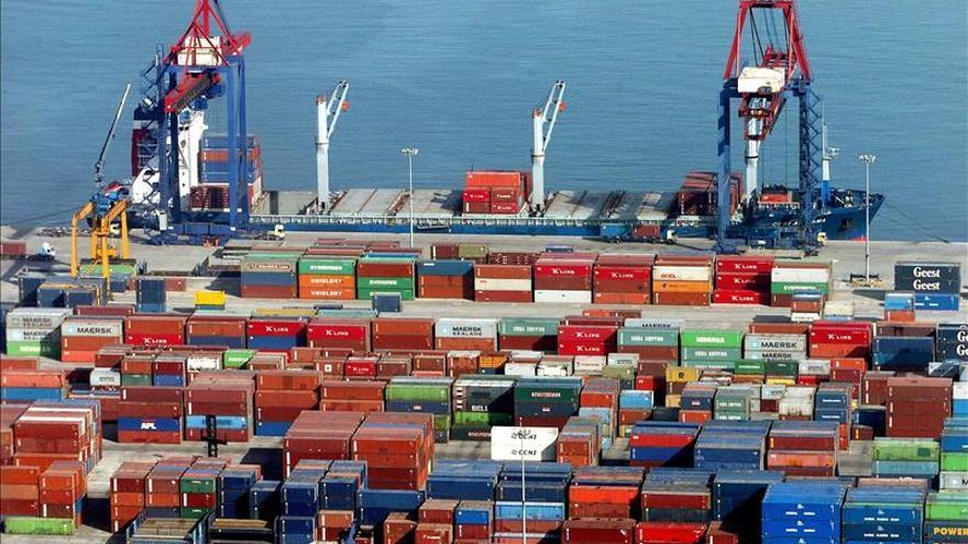 El déficit comercial cae 64 por ciento hasta mayo y en el mes la balanza roza el equilibrio