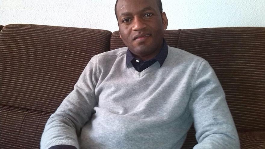 Alain Diabanza, de 36 años, llegó a España hace 10 años. Se casó con una española con la que tiene una niña.