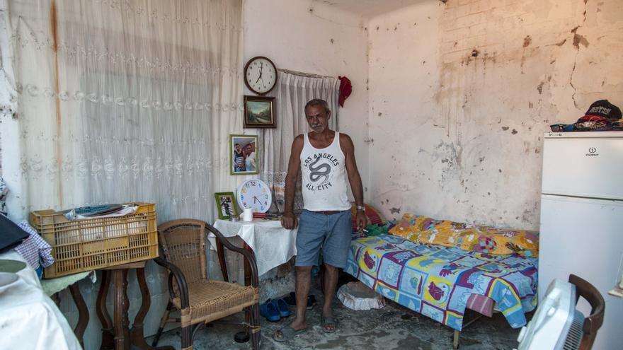 Nikolai Lacatus tiene 57 años de los cuales ha pasado 13 en España y los dos últimos viviendo en este lugar