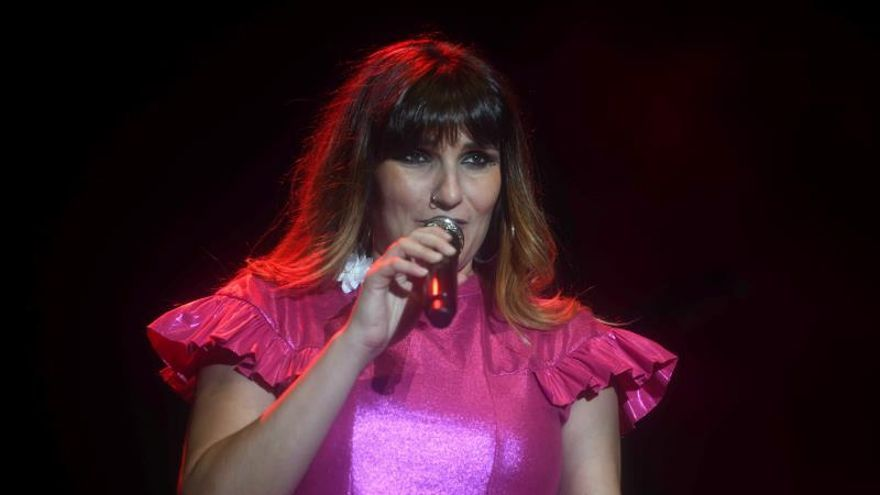 La cantante Rozalén durante un concierto.