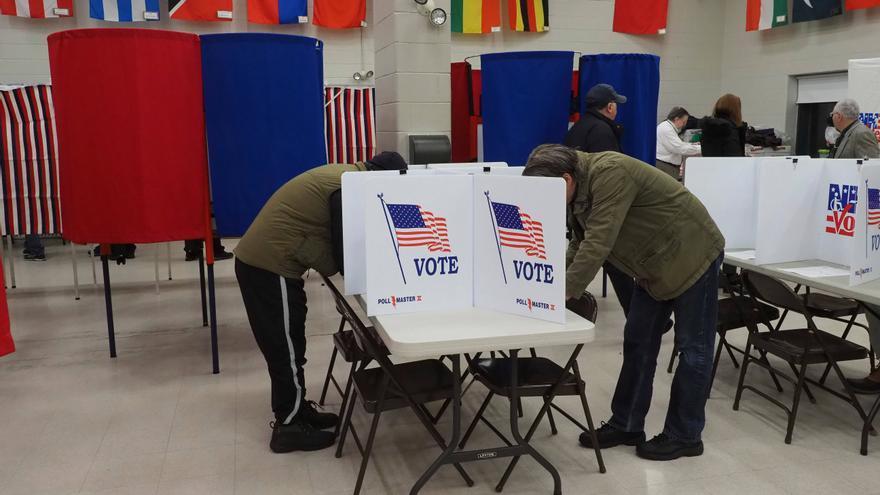 Votantes en las primarias demócratas de New Hampshire el 11 de febrero de 2020.