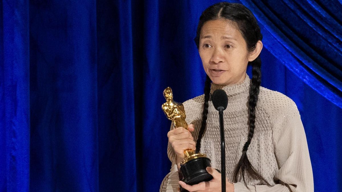 Chloé Zhao recoge el Oscar a Mejor Dirección