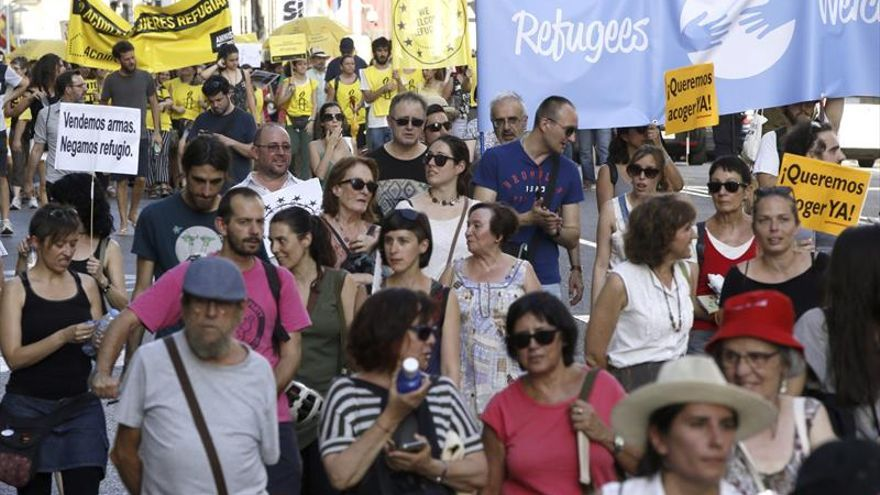 """Miles de ciudadanos dicen al Gobierno """"basta de excusas"""" con los refugiados"""