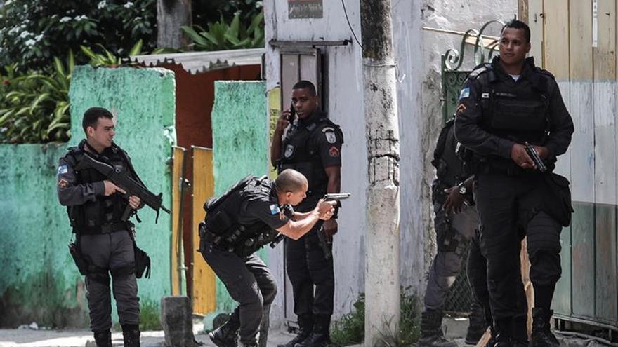 """Video para """"sobrevivir"""" a tropiezos con la Policía triunfa en Brasil"""
