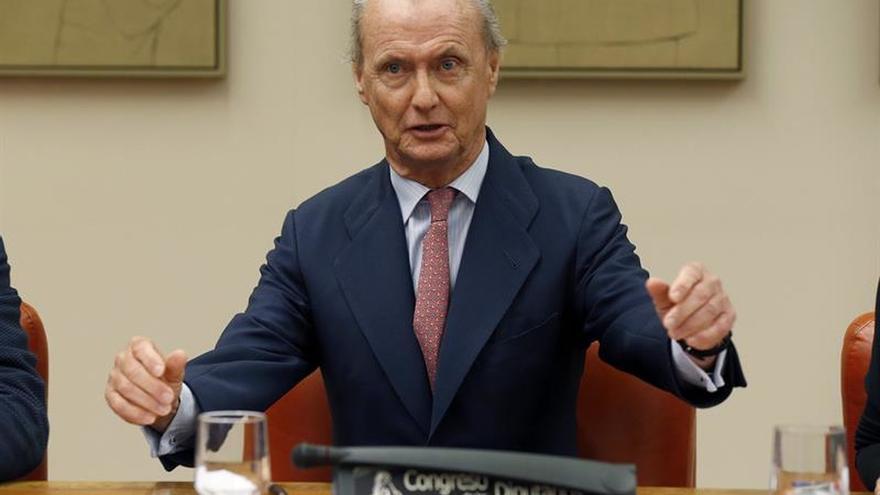 Morenés dice va a EEUU a defender intereses España, no como embajador Defensa