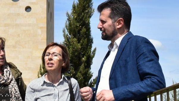 Carmen Miravalles junto al líder del PSOE en Castilla y Léon, Luis Tudanca.