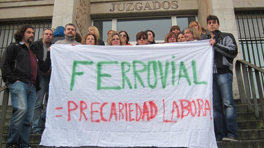 50 empleados de la limpieza de Valdecilla esperan que se consolide su jornada parcial en el 70% y tener un salario digno