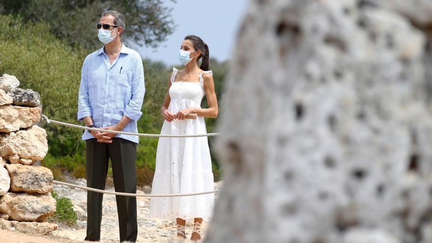 Los reyes apuran su agenda en Baleares sin noticias sobre don Juan Carlos