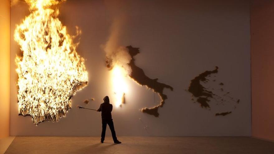 P.I.G.S: acción artística del colectivo Claire Fontaine (octubre, 2013)