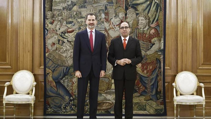 El Rey trata retos de la OTAN con el español Alvargonzález, número 3 de la Alianza