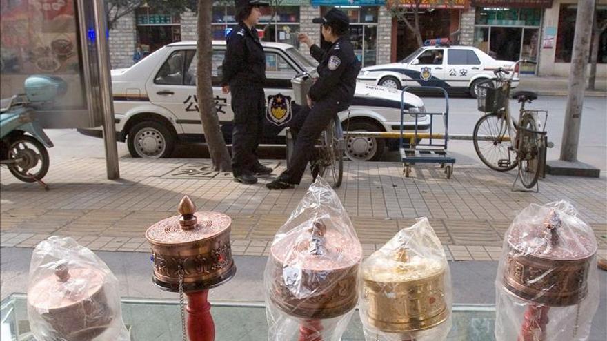 Policía china detiene a un acusado de incitar a prenderse fuego como protesta