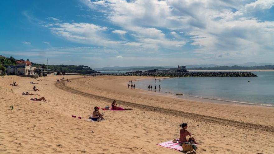 """El Ayuntamiento de Santander asegura que Costas no le autoriza a redistribuir arena """"para mejorar las playas"""""""