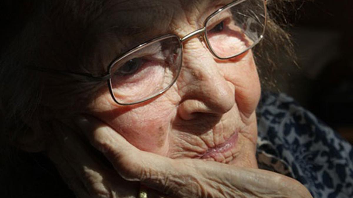 Imagen de una persona mayor   PIXABAY