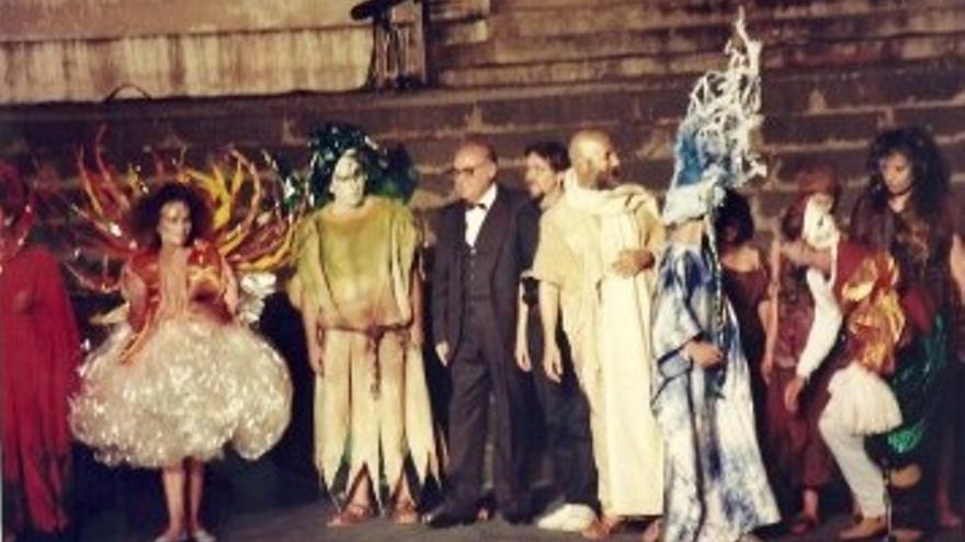 Imagen de archivo, con Luis Cobiella (centro), en una de las prepresentaciones 'La otra Virgen'.