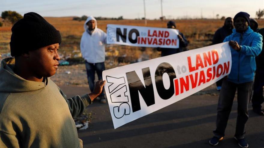 El precipicio de la reforma de la propiedad de la tierra en Sudáfrica