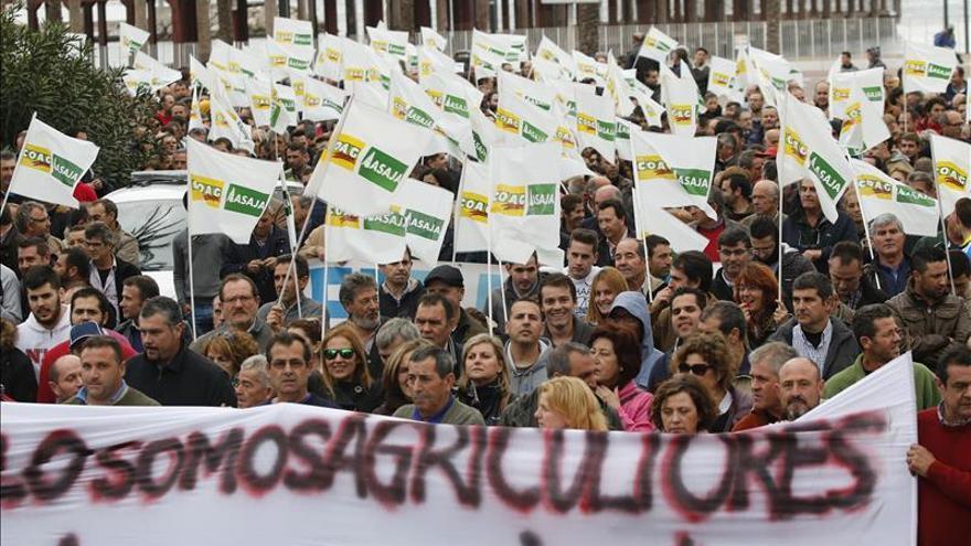 """Los agricultores se manifiestan en Almería pidiendo precios """"razonables y justos"""""""
