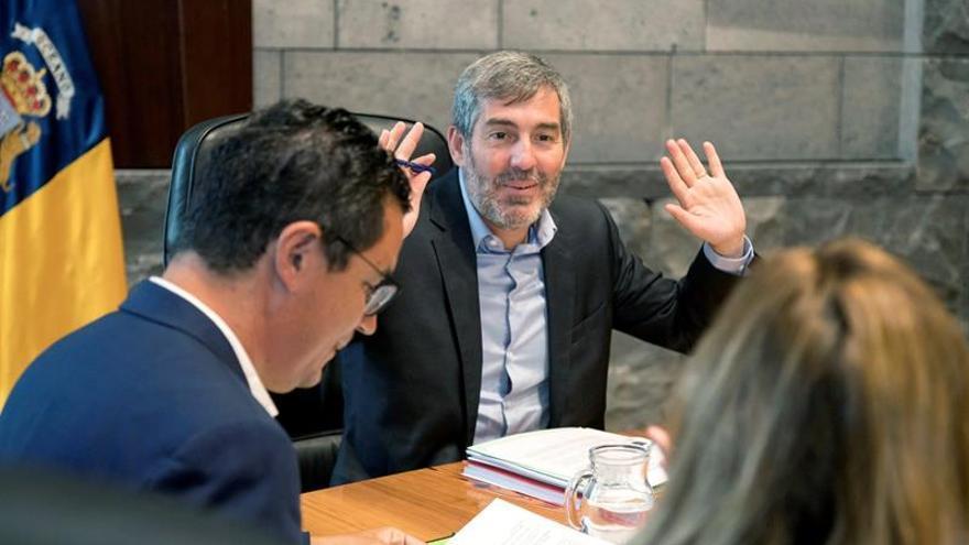 El presidente del Gobierno de Canarias, Fernando Clavijo, durante una reunión en Santa Cruz de Tenerife con el Consejo de Gobierno de Canarias.