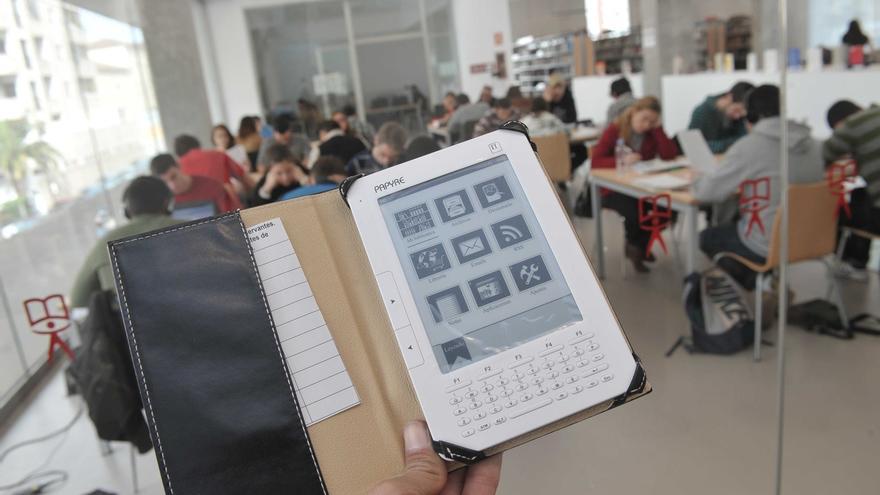 El préstamo de libros electrónicos en las bibliotecas de la capital aumenta un 35% respecto al año 2013