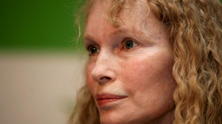 """La actriz Mia Farrow dice que Chevron debe limpiar su """"desastre"""" en la Amazonía"""