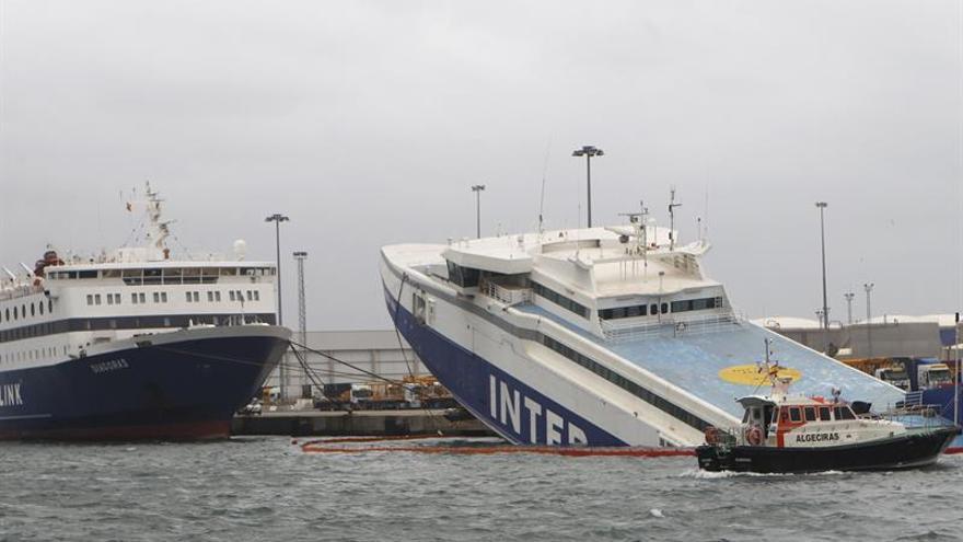 "El ""Panagia Parou"" se hunde en Algeciras pese a intentos para reflotarlo"