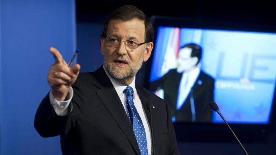 """Rajoy ratifica su """"plena confianza"""" en Mato porque es """"justo"""" y """"lo merece"""""""