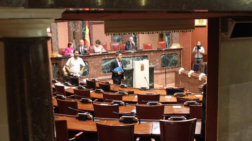 La Asamblea Regional de Murcia momentos antes de que las diputadas y diputados ocupen sus escaños / PSS
