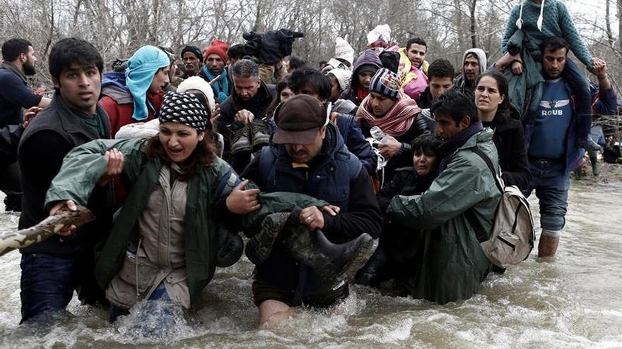 Macedonia devuelve a Grecia al millar de refugiados que cruzó la frontera