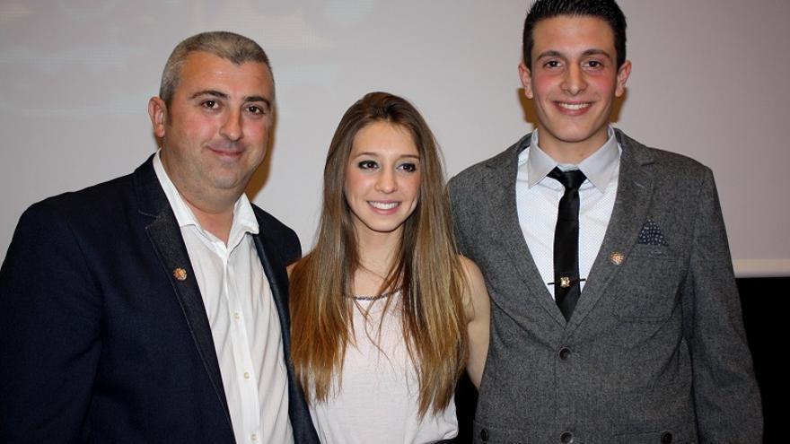 Andrés Moscardó, junto a la reina y el presidente de los festeros del Cristo de 2015