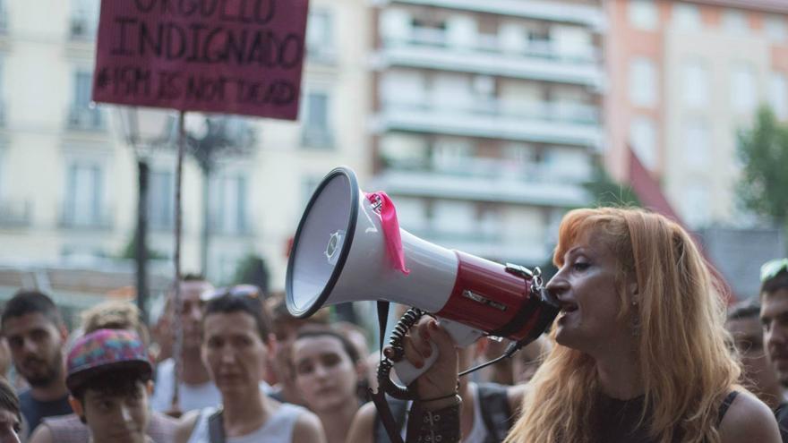 Verónika Arauzo, en un momento de la protesta frente al Hotel Room Mate Oscar / Aroa Burton
