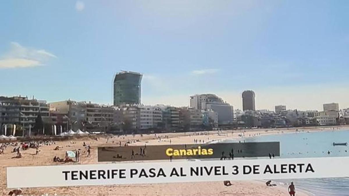 Antena 3 sitúa el nivel de alerta tres de Tenerife sobre una imagen de Las Canteras.