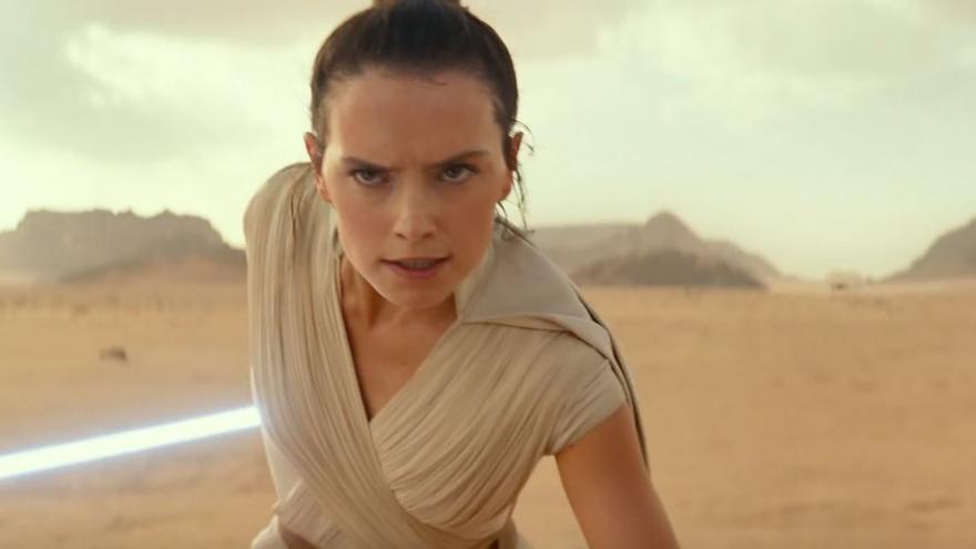 Rey, interpretada por Daisy Ridley, en el tráiler de 'The Rise of Skywalker'