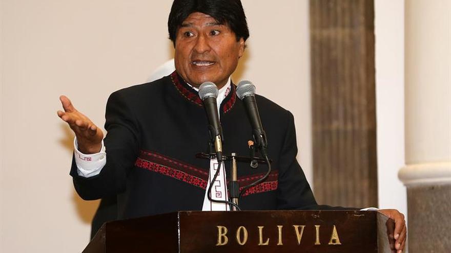 """Evo Morales dice la """"conspiración"""" contra Maduro es para apoderarse del petróleo"""