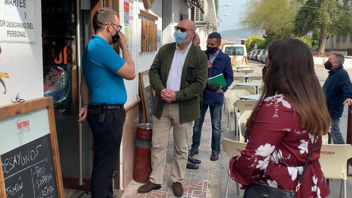 Alejandro Hernández visita Priego y Palma del Río.