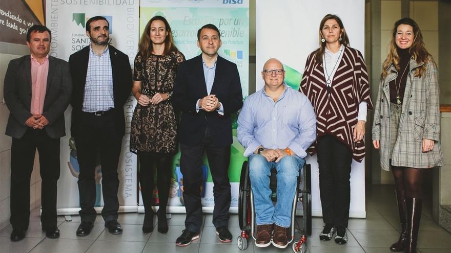 Representantes del Ayuntamiento y de la Fundación DISA