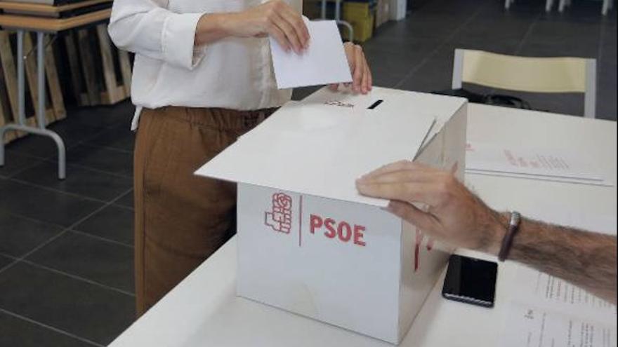 Votación en un proceso del PSOE.