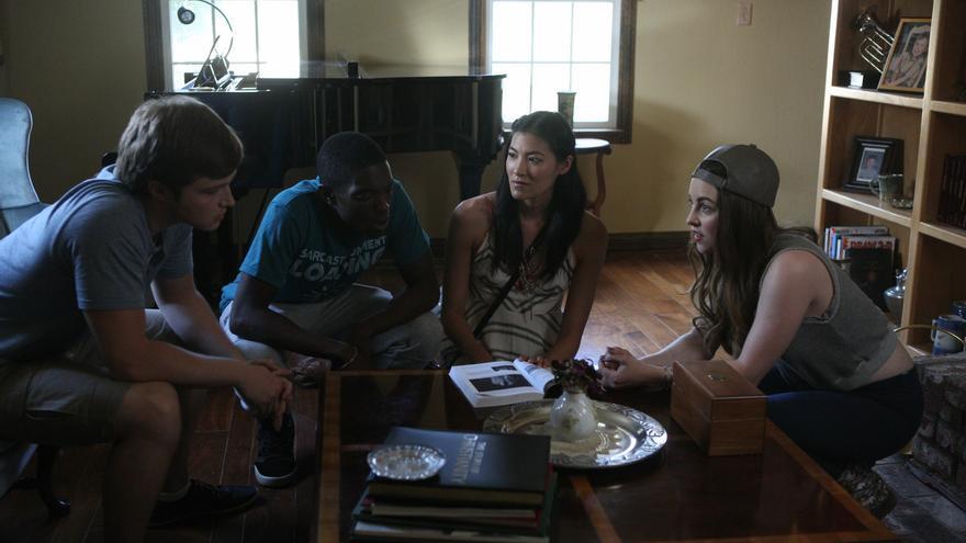Sterling Knight, Carlos Knight, Akemi Look y Brittany Curran en 'The Man From Earth: Holocene'