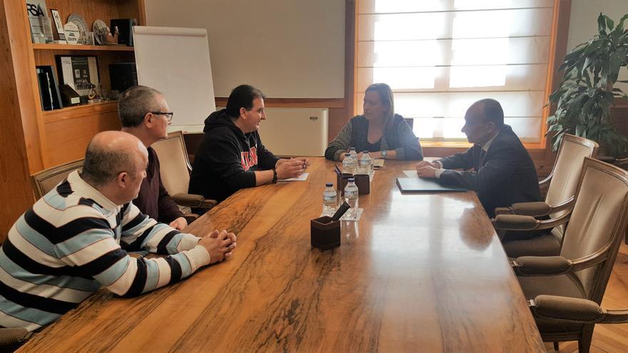 La consejera de Economía, Marta Gastón, ha mantenido un encuentro con los portavoces de la plataforma de las subcontratas de la central térmica de Andorra
