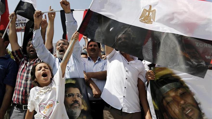 Once policías heridos en protestas islamistas a favor de Mursi en Turquía