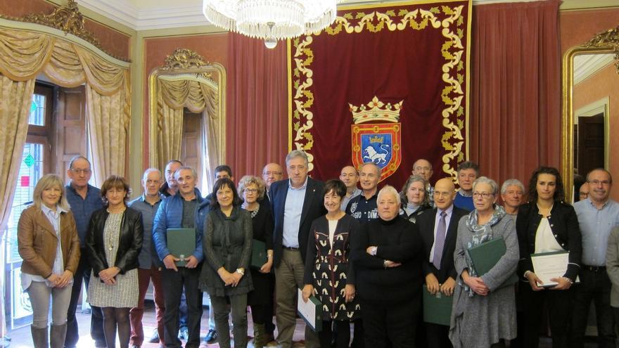 El Ayuntamiento de Pamplona homenajea a los funcionarios jubilados y a los fallecidos en 2016