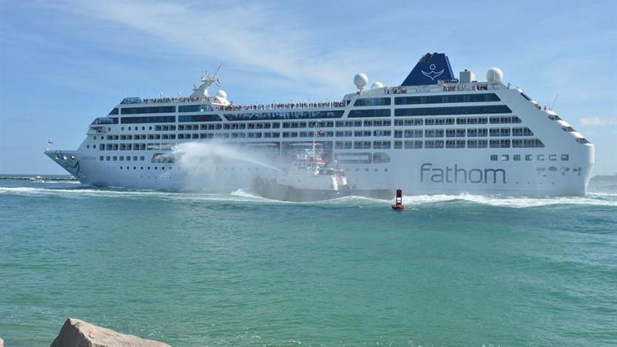 """El """"Adonia"""" se convierte en el primer crucero de EE.UU. a Cuba en 50 años"""
