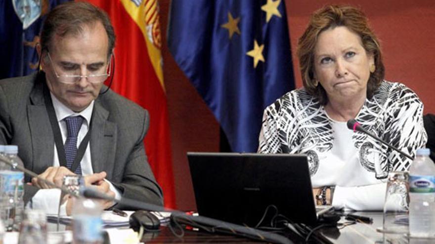 Francisca Luengo, este miércoles, junto a Francisco Javier Hurtado. (EFE/Cristóbal García)
